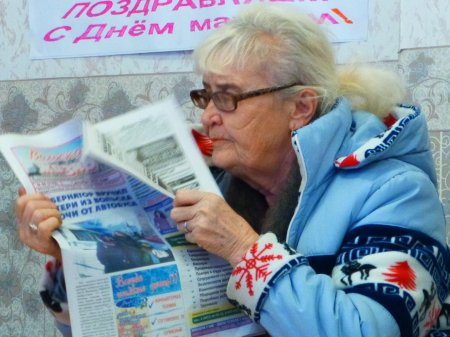 Вольские журналисты подарили ветеранам, инвалидам маски и шесть сотен газет