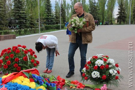 В парке Победы теперь есть  памятник Воину-освободителю